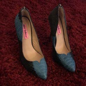 Betsey Johnson snake print heels